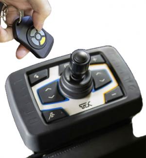 Diapo 3 : Gros plan sur le joystick de commande du verticalisateur TEK RMD.