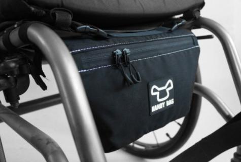 Diapo 2 : Sacoche pour fauteuil roulant (arrière).