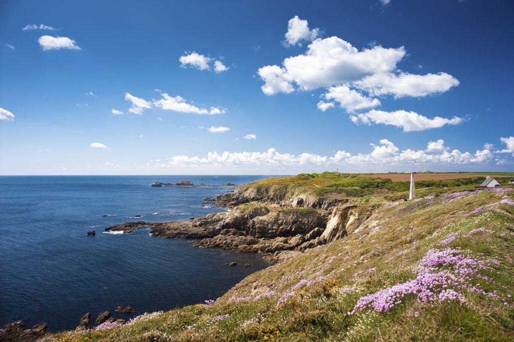 Diapo 3 : Exemple de destination proposée sur le site: Falaises bretonnes en été