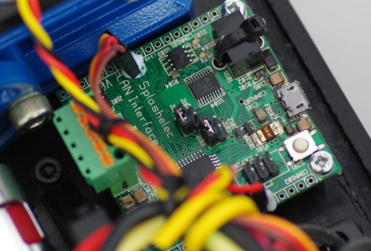 Diapo 2 : Gros plan sur un circuit imprimé.