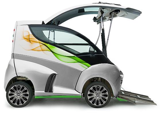 Diapo 4 : Voiture Elbee grise  et verte de profil, ouverte et prête à accueillir un conducteur en fauteuil roulant. Des rampes pour fauteuil on étés déployées.