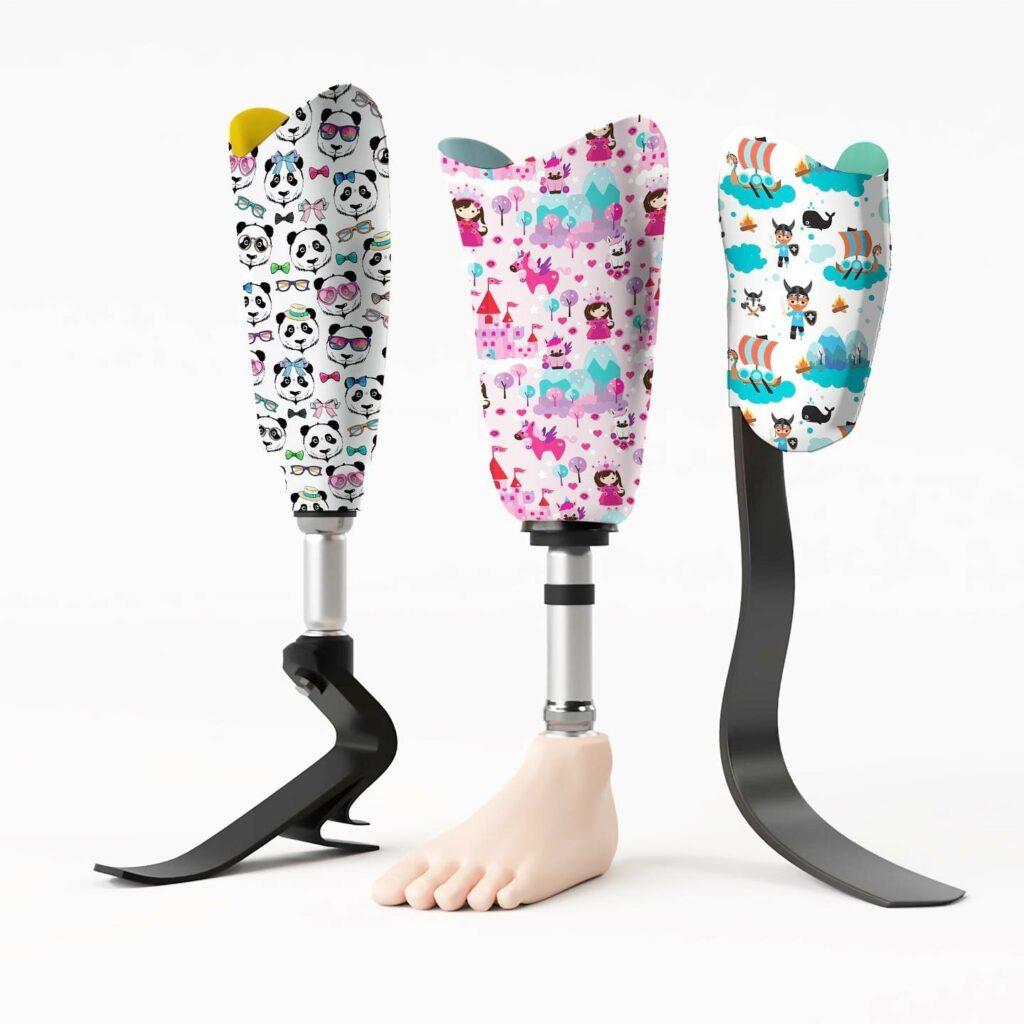 Diapo 4 : Photo de trois prothèses de jambes personnalisées par U-exist