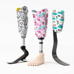Photo de trois prothèses de jambes personnalisées par U-exist