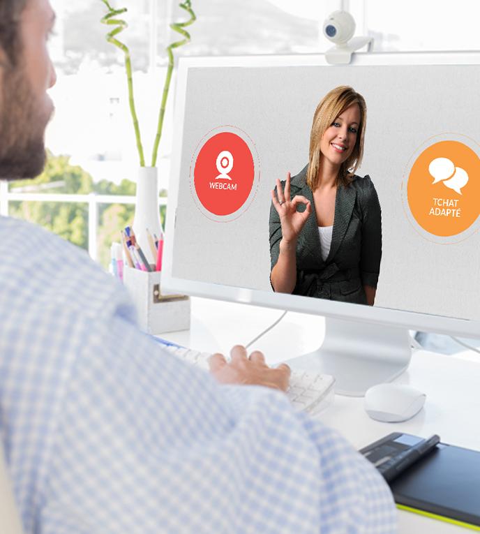 Diapo 3 : Personne discutant avec un conseiller Sourdline, sur son ordinateur.