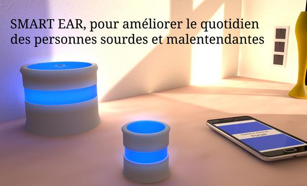 Diapo 3 : Centre de l'image: deux bornes lumineuses SmartEar sont posés sur une table avec un smartphone. Haut de l'image: légende: 'SmartEar, pour améliorer le quotidien des personnes sourdes et malentendantes'