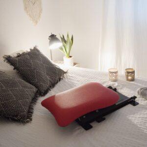 Le dispositif Handy Lover sur un lit