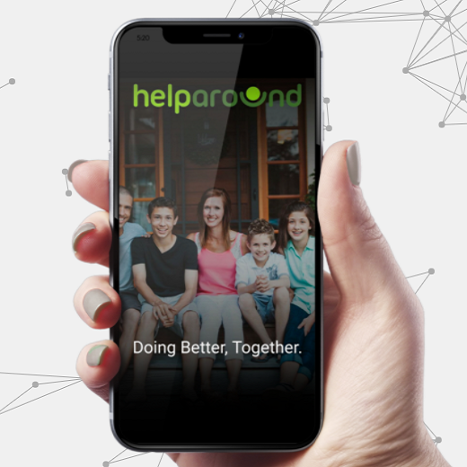 Diapo 3 : Personne tenant un smartphone dans sa main, affichant l'application Help Around.