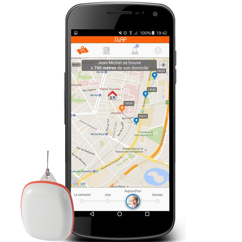 Diapo 3 : Compagnon connecté Swap Assistance et smartphone avec Application Swap Assistance. Le Smartphone affiche la notification ' Jean Michel se trouve à 700 mètres de son domicile'