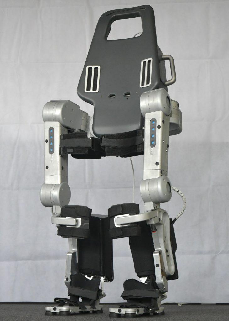 Diapo 5 : Exosquelette Wandercraft, de face.