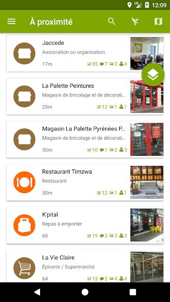 Diapo 4 : Page 'A proximité' de l'application Jaccede. Les lieux accessibles à proximité de l'utilisateur sont listés sur l'écran.