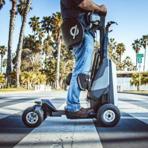 Photo d'un homme sur l'appareil Matia Robotics