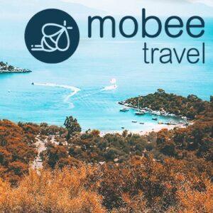 Image d'une plage avec écrit en haut Mobee Travel
