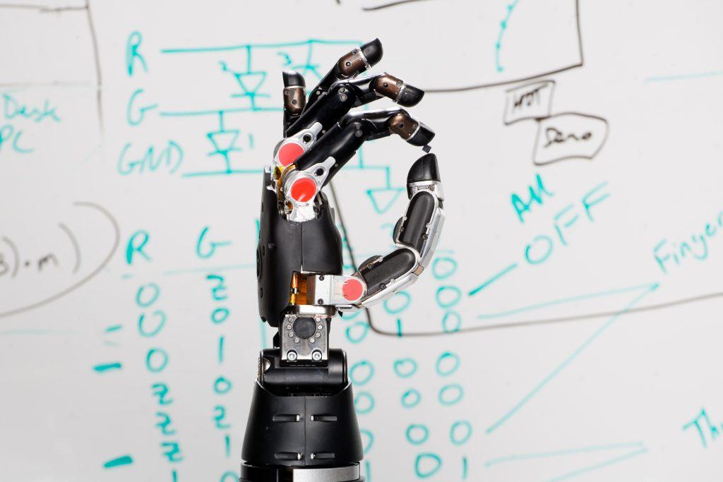 Diapo 2 : Revolutionizing-Prosthetics exemple de la prothèse