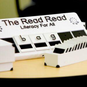 Photo de l'innovation The Read Read, avec des lettres traduites en braille