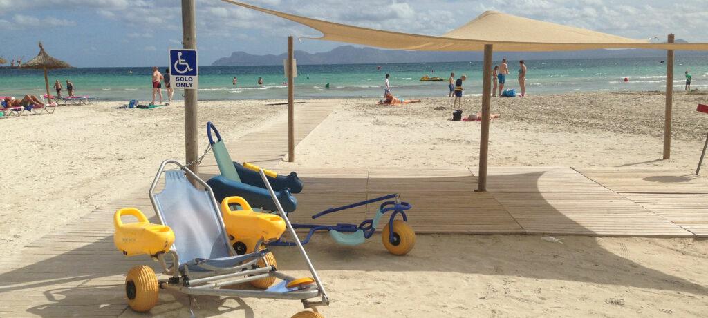 Diapo 4 : Plage accessible avec des fauteuils roulants de plage