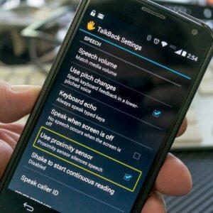 Fonctionnalités de l'application TalkBack sur un smartphone