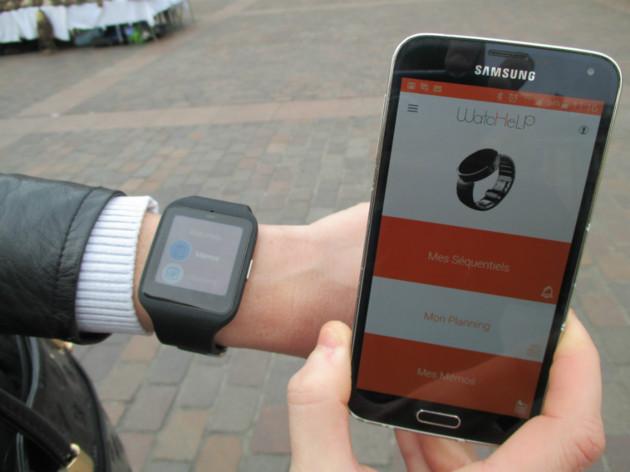 Diapo 5 : Smartphone et montre connectée affichant l'application Watchelp.