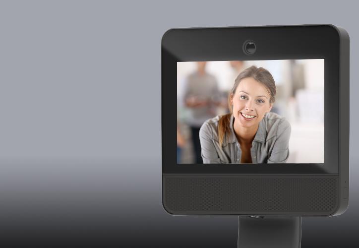 Diapo 7 : exemple d'utilisation du robot beam + avec la photo d'une femme qui communique via ce dispositif