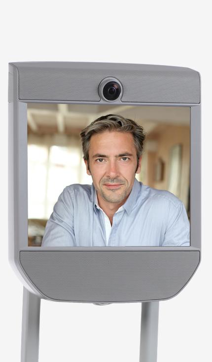 Diapo 5 : exemple d'utilisation du robot beam pro avec la photo d'un homme qui communique via ce dispositif
