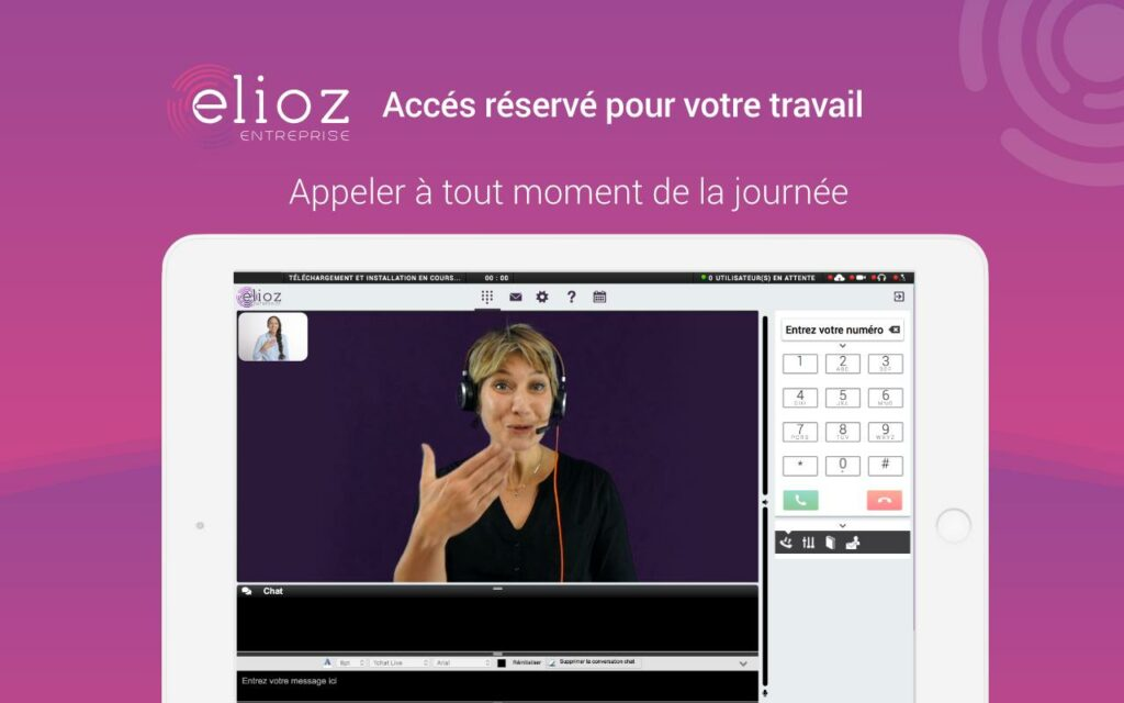 Diapo 4 : Photo de l'interface d'Elioz avec une femme utilisant la langue des signes sur une tablette