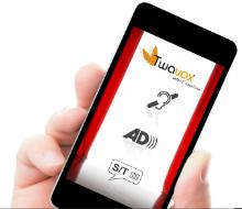Image de l'application Twavox sur un smartphone avec les logos sourds/malentendants, audiodescription et sous-titres