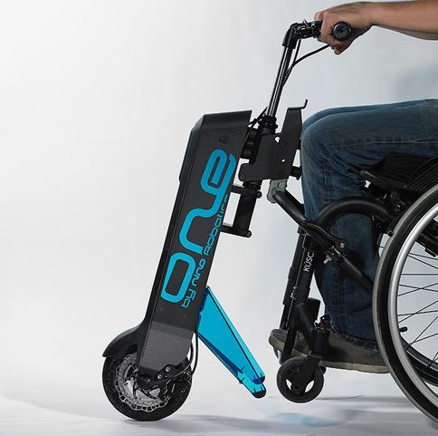 Diapo 4 : Le Nino One accroché à un fauteuil roulant