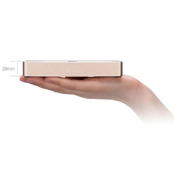 Diapo 3 : photo représentant le oweb box dans la main d'une femme