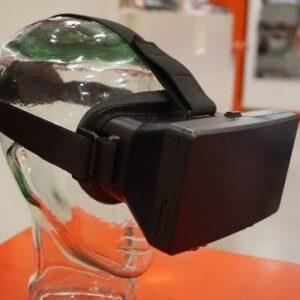 Photo d'un caste de réalité virtuelle sur la tête d'un mannequin