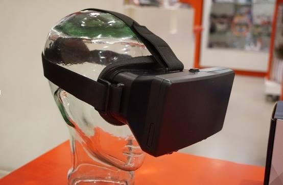 Diapo 3 : Photo d'un caste de réalité virtuelle sur la tête d'un mannequin