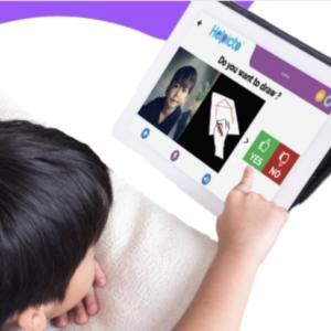 Enfant utilisant l'application Helpicto sur une tablette qui lui demande s'il veut dessiner ou non