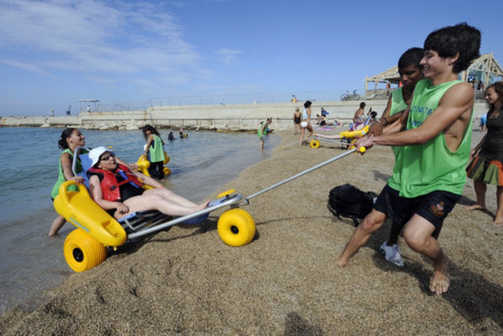 Diapo 2 : photo représentant une plage accessible