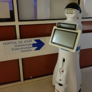 Photo du robot Charlie dans un hôpital