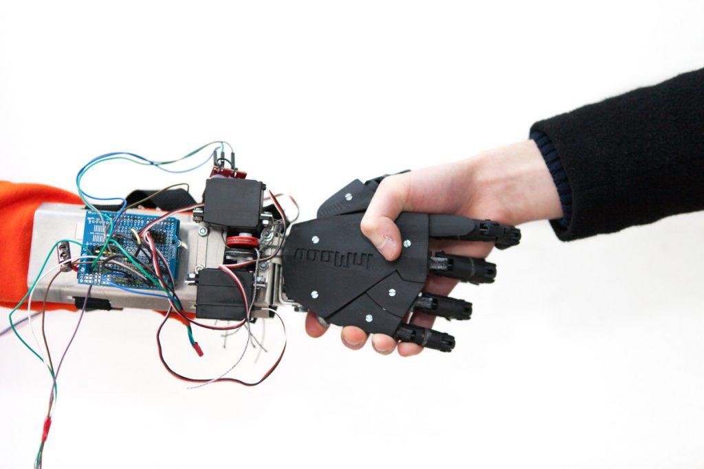 Diapo 4 : photo représentant une prothèse de main my human kit