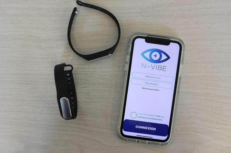 Diapo 4 : Photo des bracelets N-Vibe et d'un téléphone avec l'application