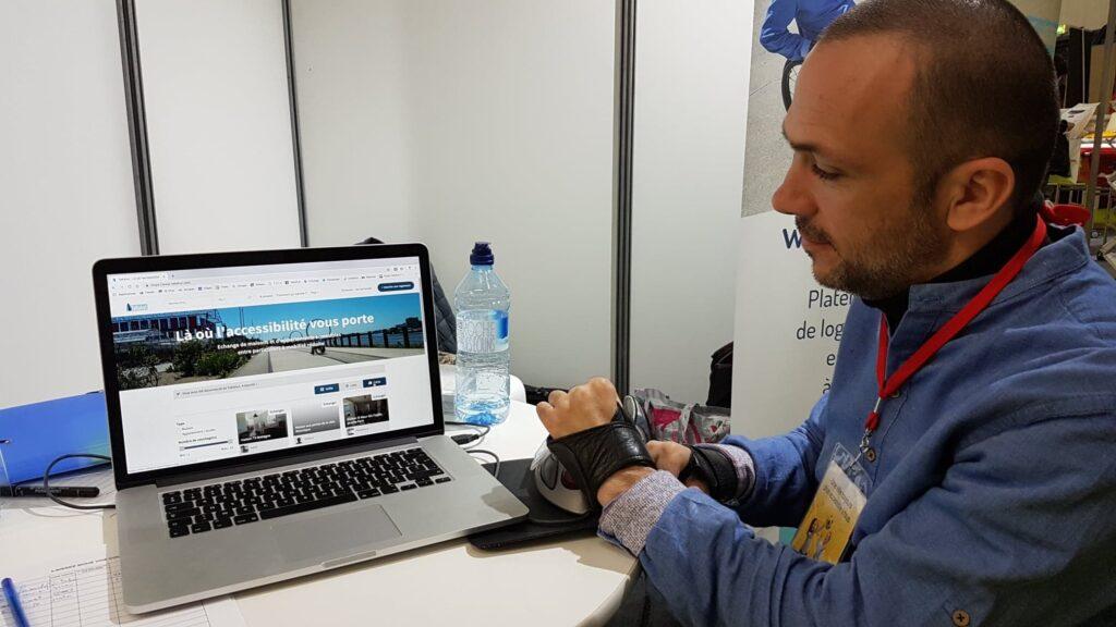 Diapo 4 : Photo d'un homme devant un ordinateur où dessus il y a l'interface de la plateforme TaKahut