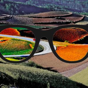 Lunettes enchroma et les changements de vision de couleurs avec un paysage en fond