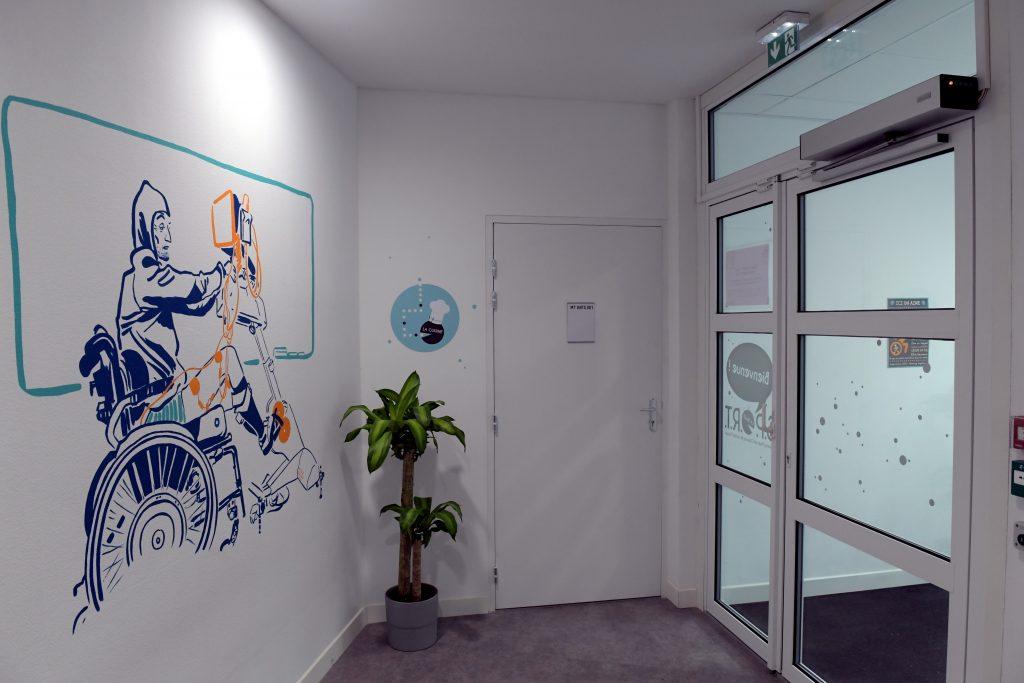 Diapo 5 : photo qui représente l'entrée de la salle de sport ANTS