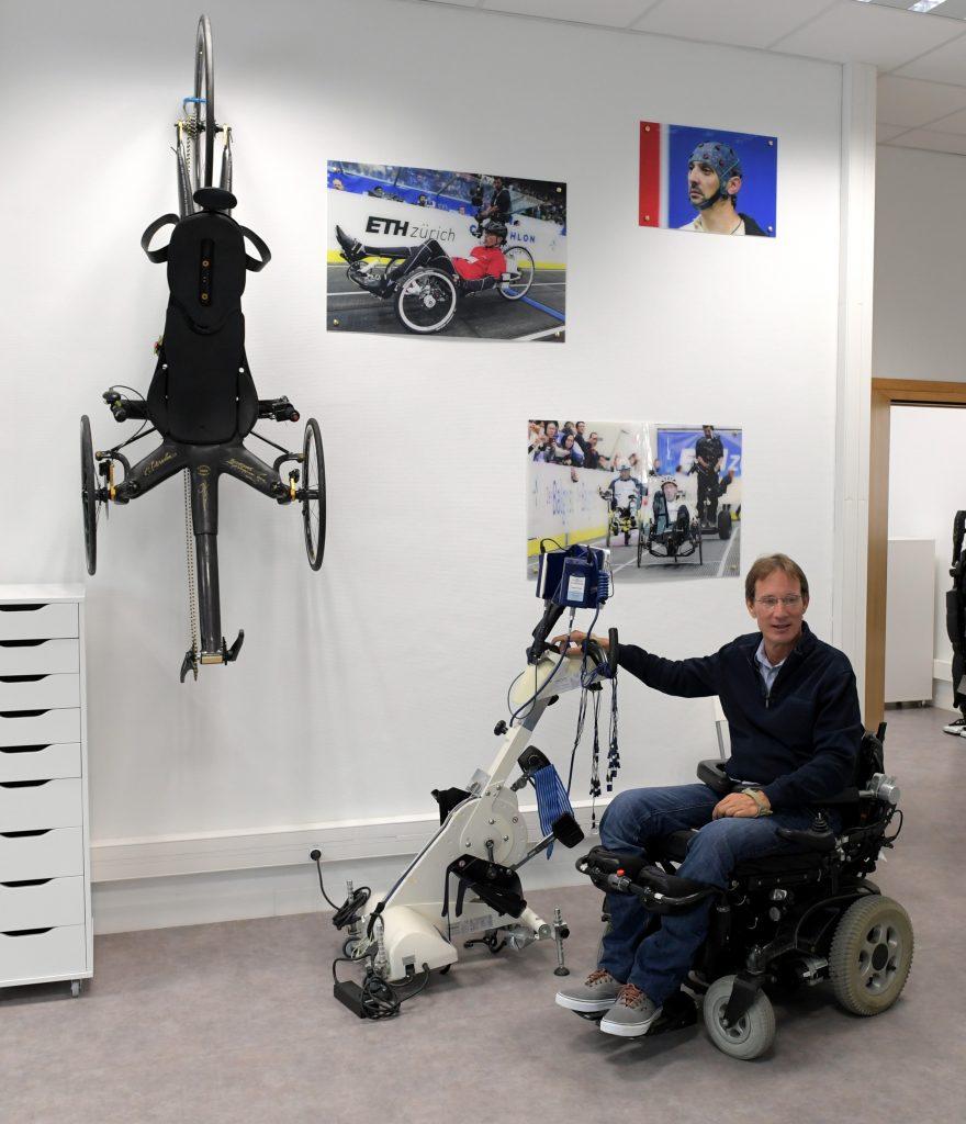 Diapo 4 : photo qui représente une personne au sein de la salle de sport AINTS