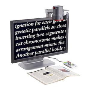 Image représentant le dispositif GoVision qui agrandit sur un téléviseur, le texte d'un livre