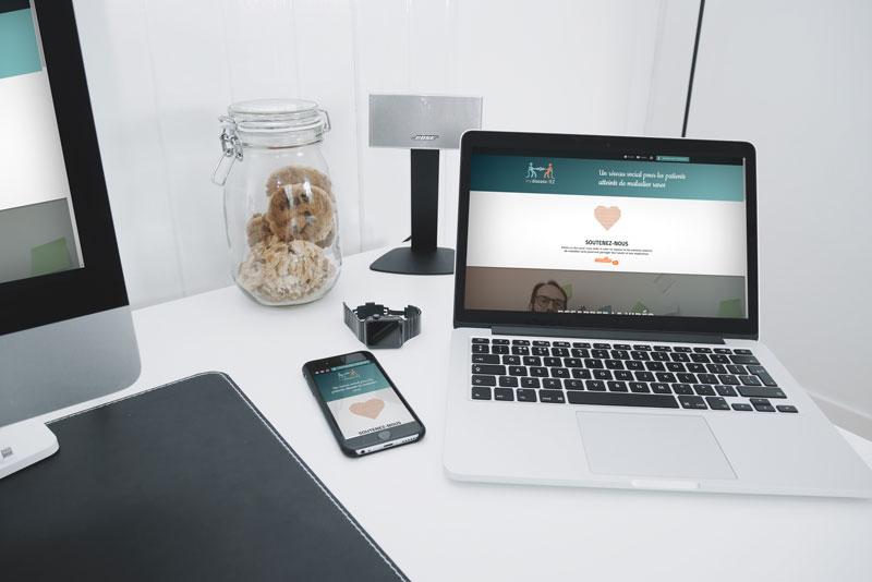 Diapo 2 : Photo d'un ordinateur et d'un téléphone avec l'interface de EaseMyDisease
