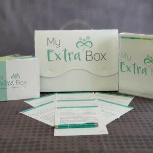 Photo de la box My extra'box avec des feuilles, un stylo et des livrets