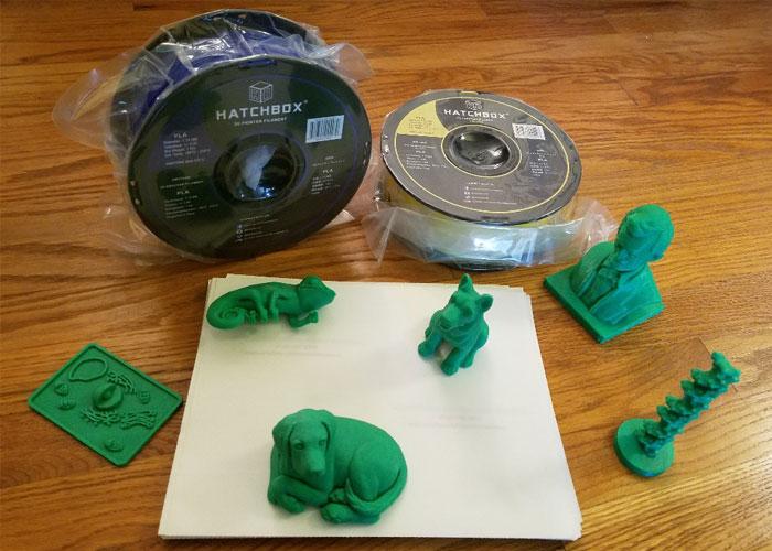 Diapo 4 : Des figurines imprimées en 3D avec deux chiens, un lézard, le buste d'un homme