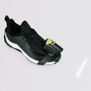 Photo d'une chaussure avec le dispositif Path Finder dessus