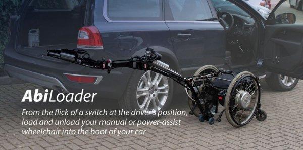 Diapo 4 : Un texte descriptif du Abiloader en anglais avec une photo en fond ou la voiture est floutée mais pas le dispositif