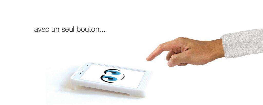 Diapo 3 : L'OlgaPhone avec un logo et une main souhaitant appuyer sur l'appareil