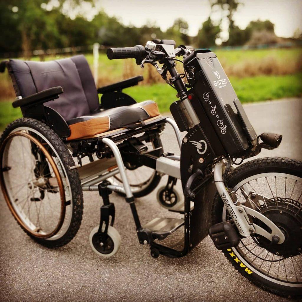 Diapo 2 : Un fauteuil roulant avec un système électrique mis en place par Driftworld