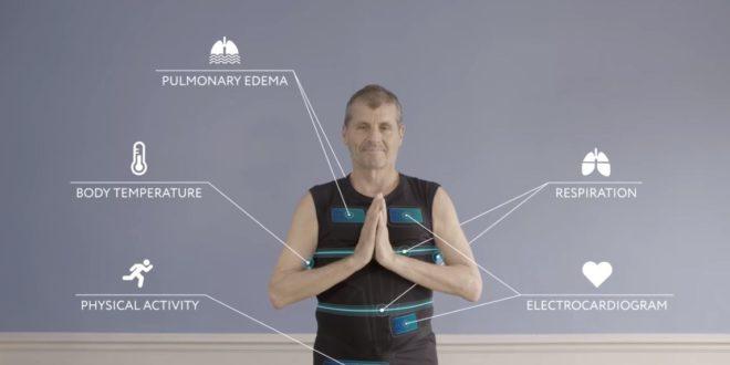 Diapo 3 : Un personne se tenant les mains comme pour saluer avec un fond gris