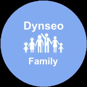 Logo de Dynseo Family un rond bleu avec des personnages blancs représentant une famille complète