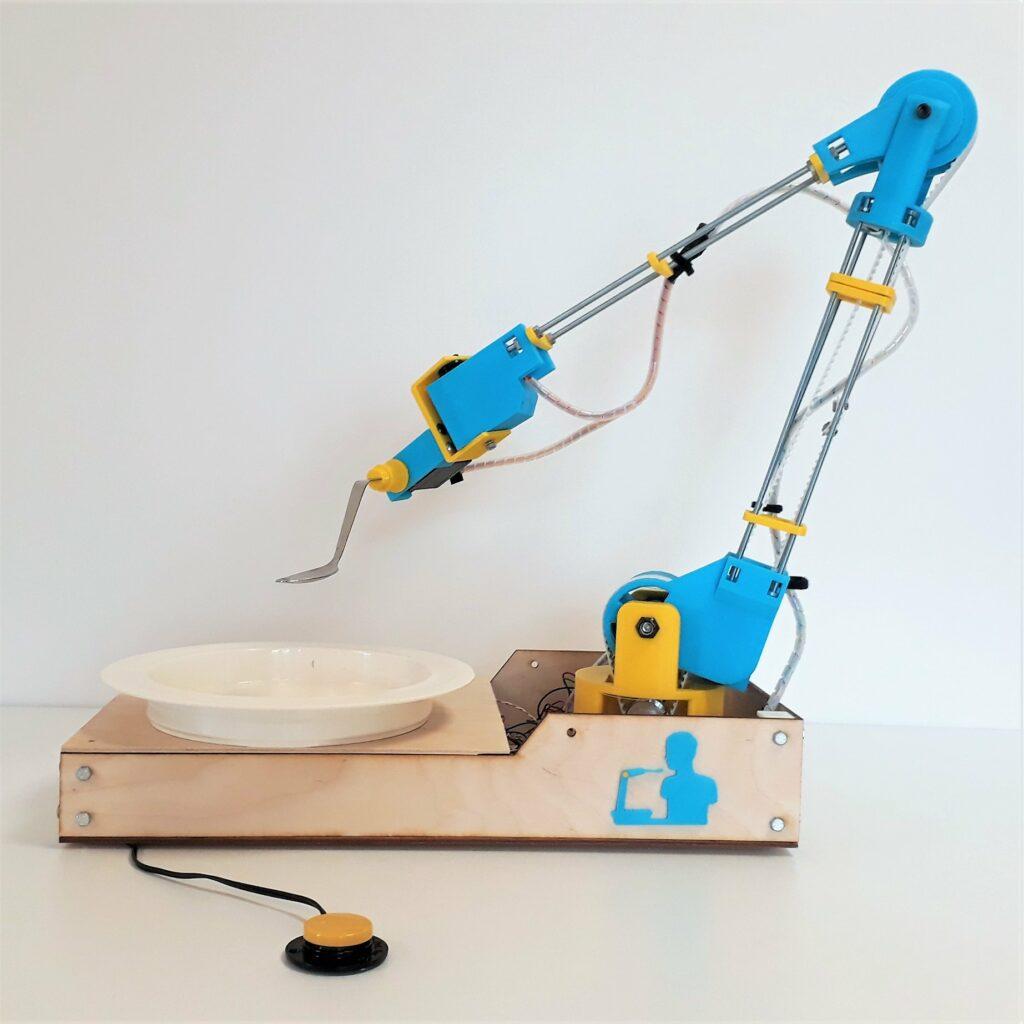 Diapo 5 : Photo du bras robotique makergo en bleu et jaune