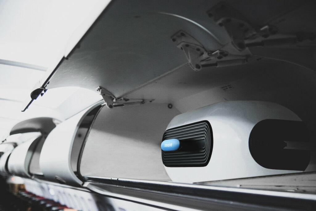 Diapo 3 : Le fauteuil Revolve Air plié en bagage cabine